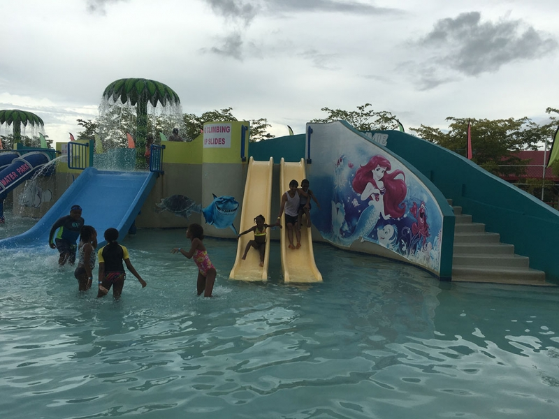 Gift For Life Foundation encourages children to play at water park